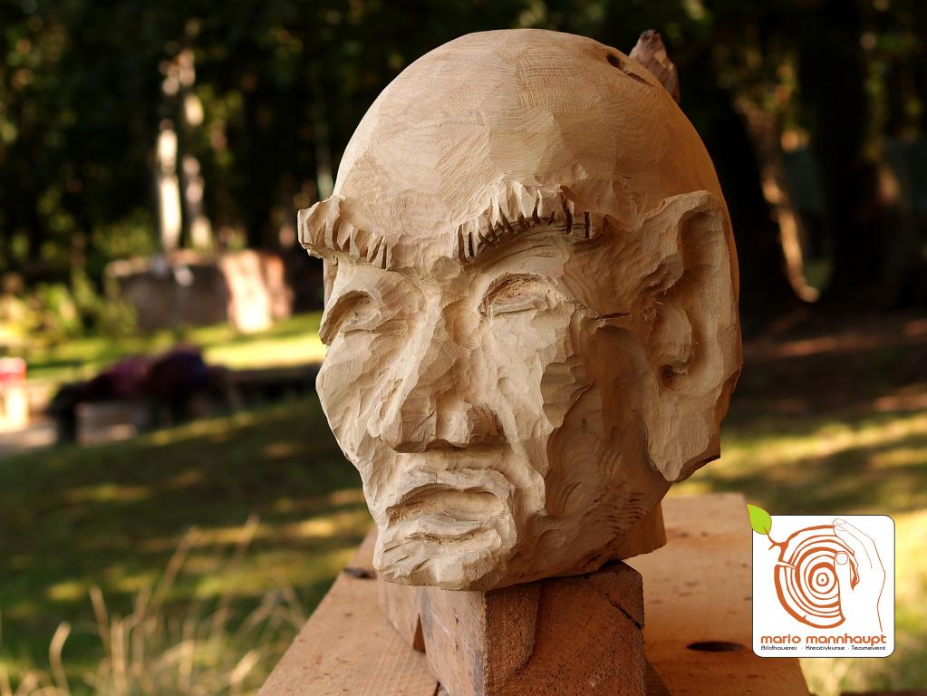 Die Holzbildhauerei auf dem Kreativplatz Luckenwalde ist ein kreatives Erlebnisgeschenk.
