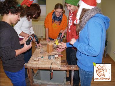 Teamspiele Weihnachtsfeier.Kreative Weihnachtsfeier Durch Basteln Und Teamwork Mario