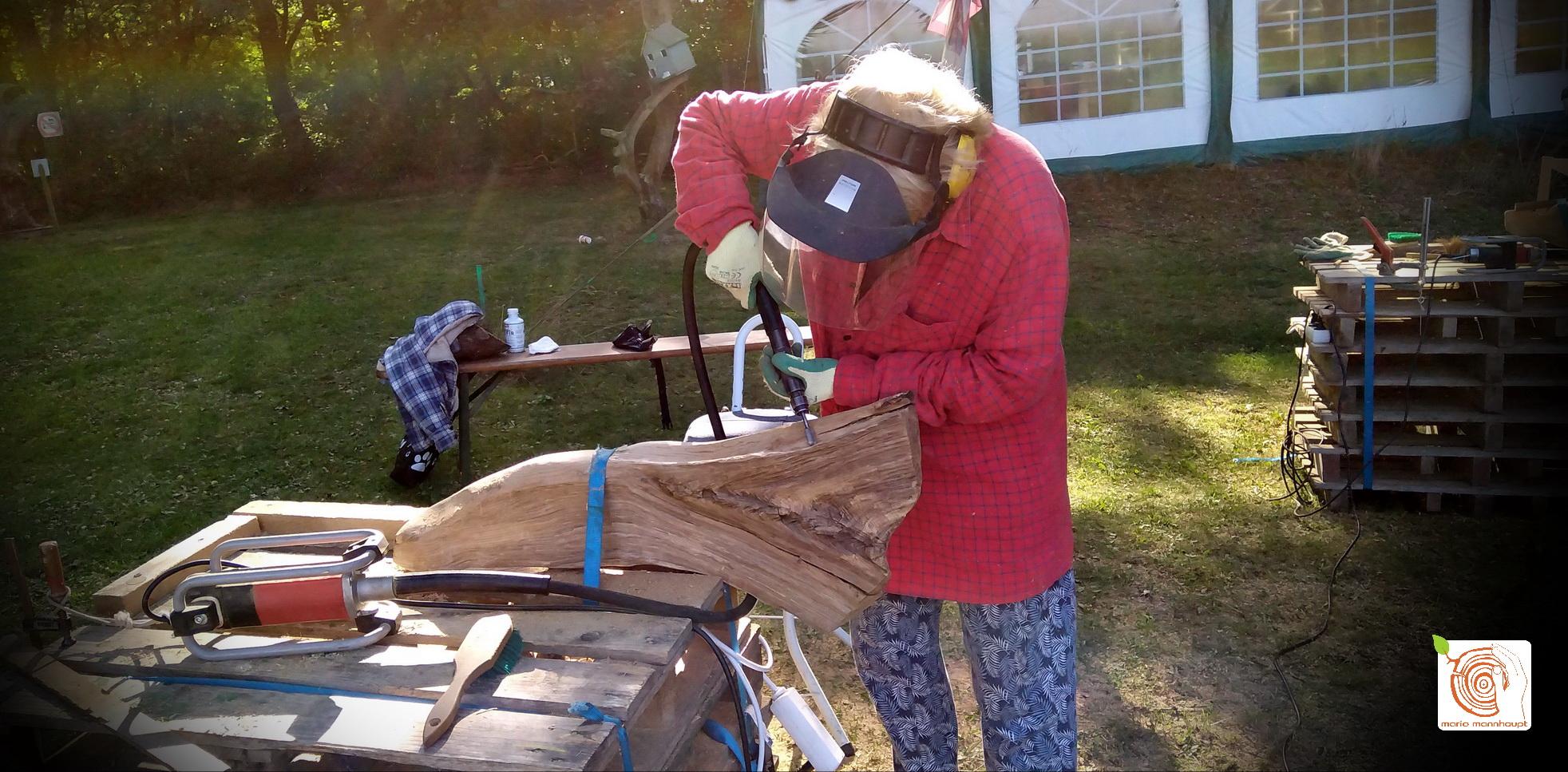 Bildhauerworkshop mit altes Holz