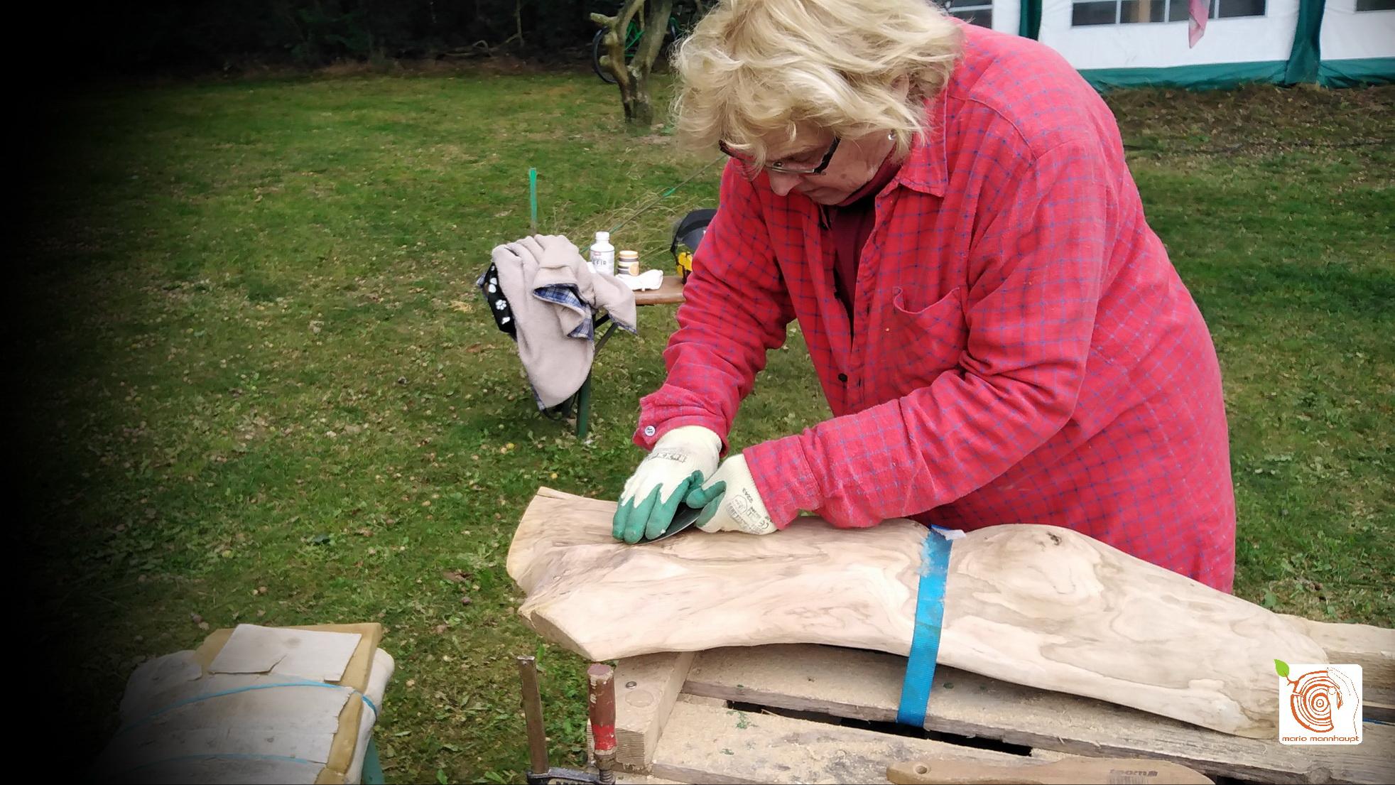 Bildhauerworkshop: altes Holz kreativ bearbeiten